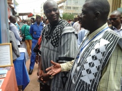 Visite de la délégation ministérielle burkinabé au stand du CABES